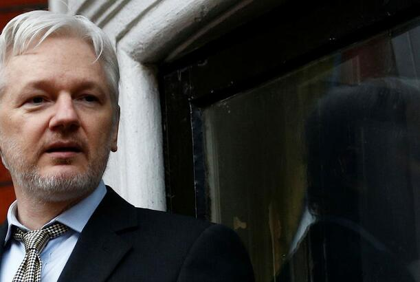 Trump offered pardon to Assange if he denied Russia leak